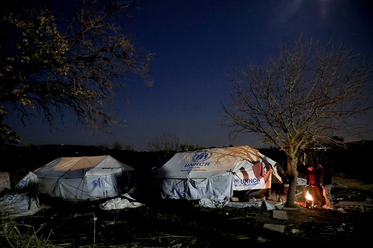 End humiliating situation of migrants on Greek islands now!