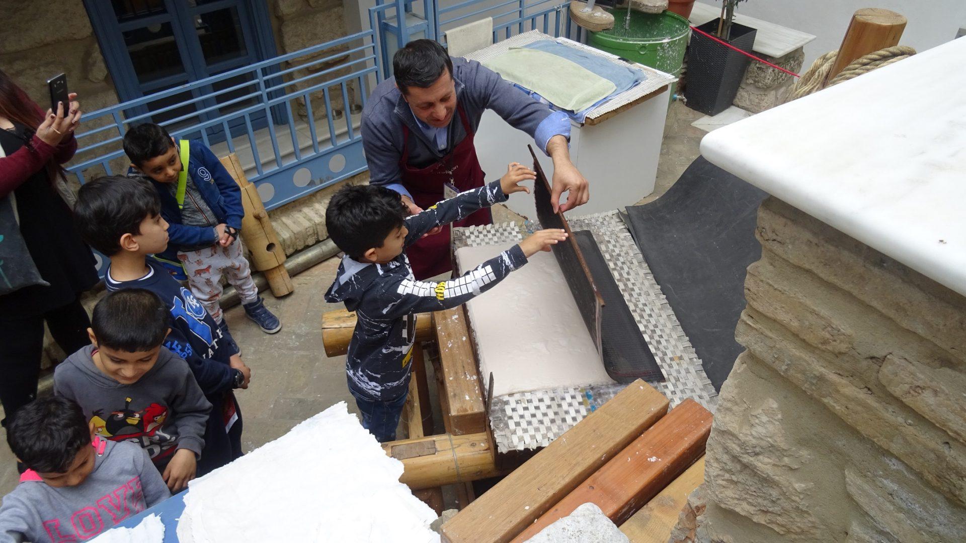 Οι μικροί μαθητές της Κάριτας Ελλάς στο Μουσείο Ηρακλειδών